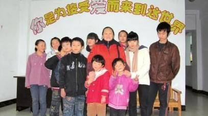 """乐至县侨务部门看望慰问""""乐至县爱之家""""孤残儿童"""