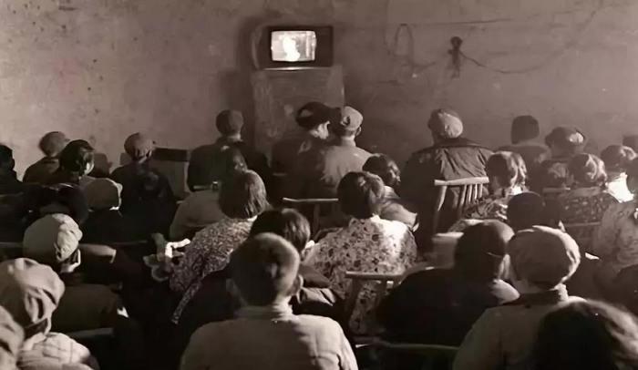 良安公社第一部彩色电视机