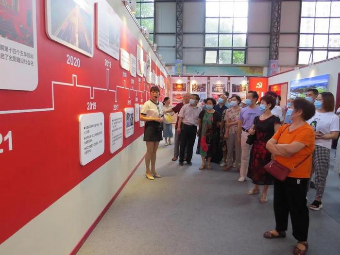 """乐至县侨联组织侨界群众参观""""乐至县庆祝中国共产党成立100周年""""主题展"""